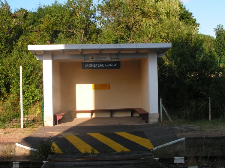 Vue attente en face de la gare
