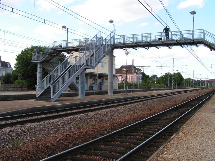 Passerelle vu du côté quai Laroche-Dijon